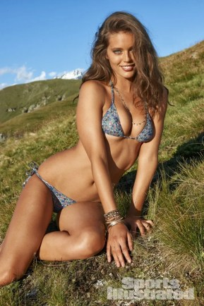 Emily-DiDonato -SI-2014-Sports-Illustrated-Swimsuit-Issue-05-720x1082