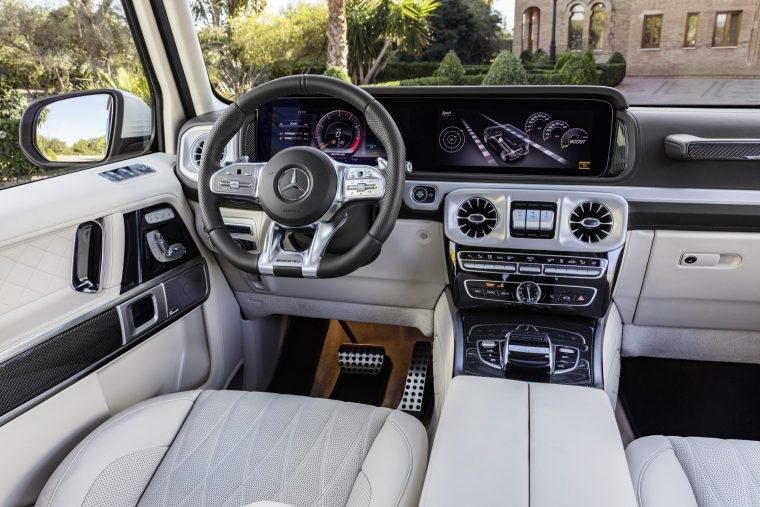 2019-Mercedes-Benz-G-Class-Interior-Front-Console