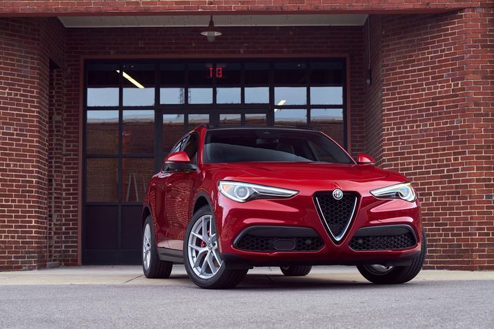 Alfa Romeo Stelvio (exterior-1)