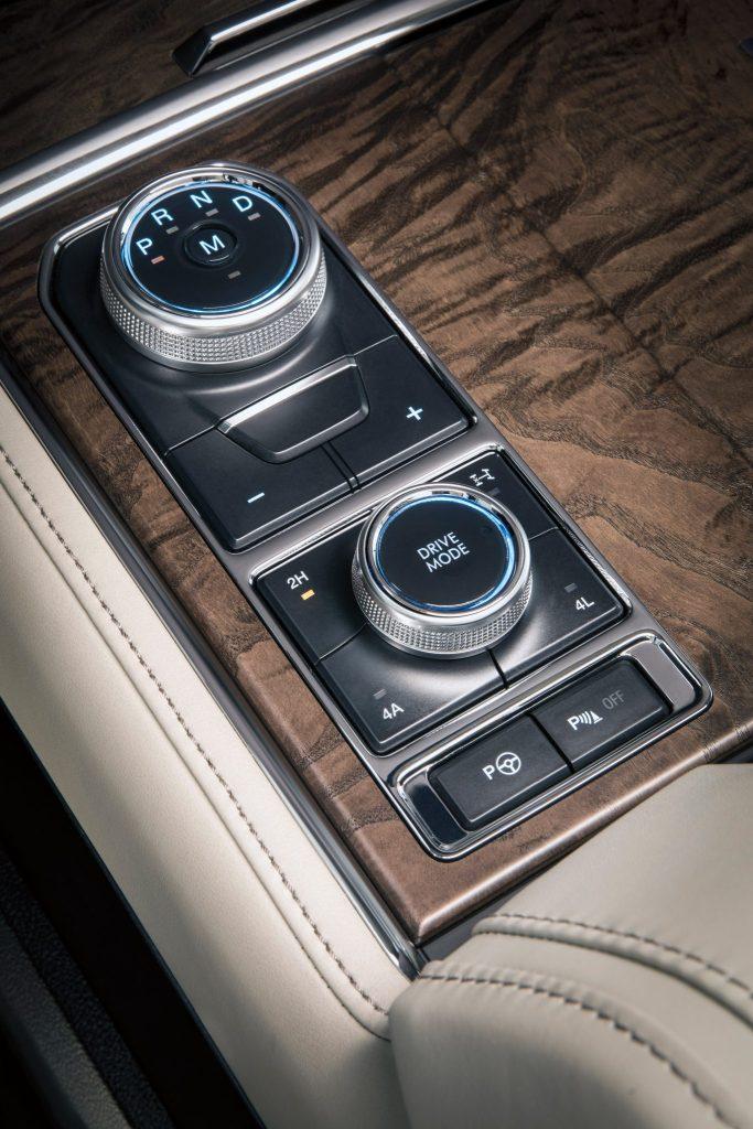 The all-new Ford Expedition is equipped with an e-shifter, as well as a Terrain Management System™ that lets drivers select a drive mode that optimizes handling for different conditions, including loose terrain from grass, gravel and snow, or uneven surfaces such as mud and ruts.