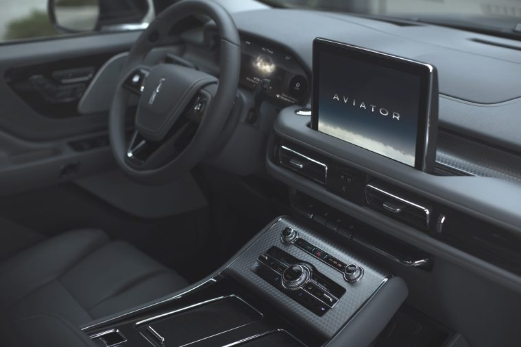 2020-Lincoln-Aviator-Front-Cockpit