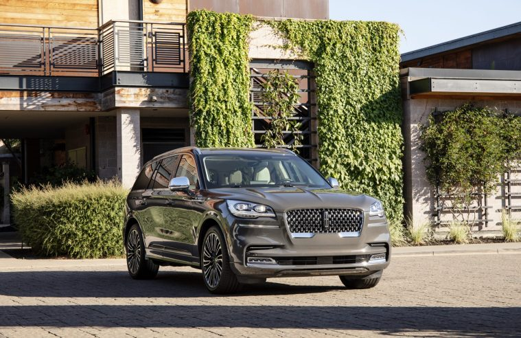 2020-Lincoln-Aviator-Front-External