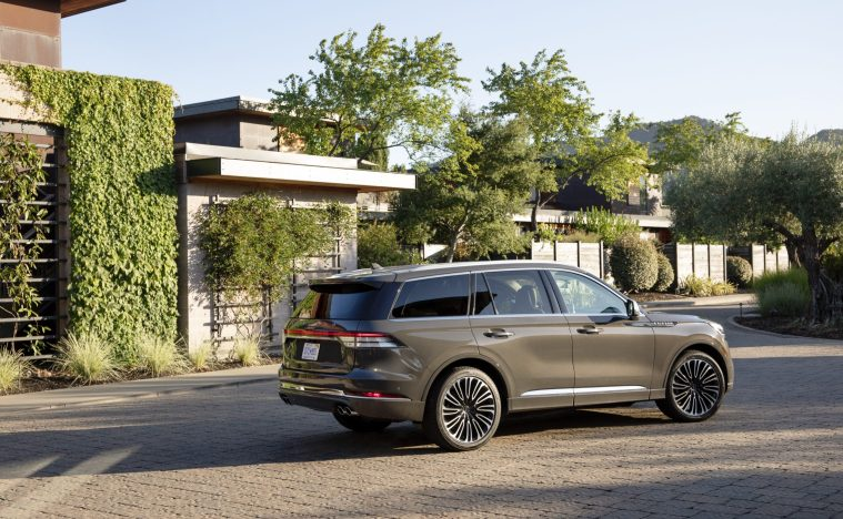 2020-Lincoln-Aviator-Side-External