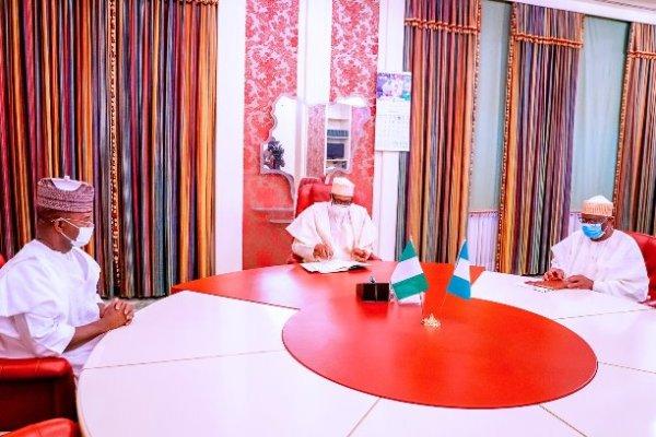 Buhari meets Yahaya Bello over food blockade to south [PHOTOS]