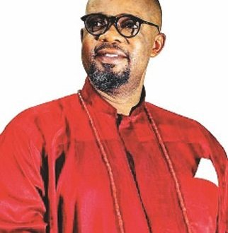 Charles Inojie donates borehole to Edo community
