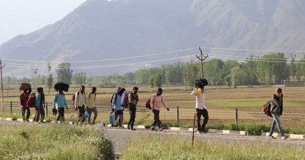 India's Second COVID-19 Wave Shatters Livelihood Hopes of Poor Migrant Labourers