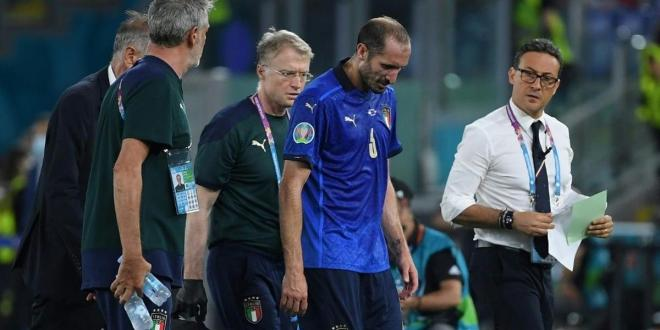 Injured Italy captain Chiellini targets return for last 16
