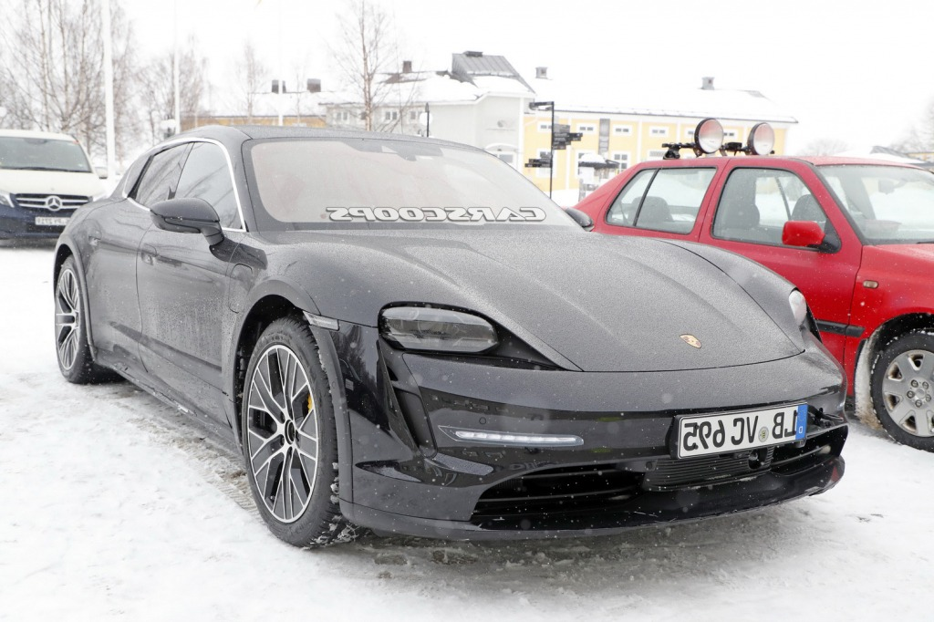 2022 Porsche Taycan Cross Turismo Pictures
