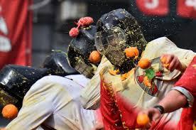 ٹماٹروں اور سنگتروں سے لڑائی
