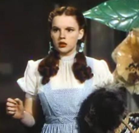 Judy_Garland_in_The_Wizard_of_Oz_trailer_2.jpg
