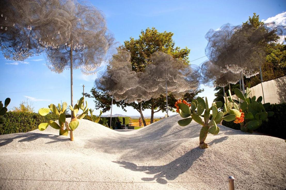 Cornerstone white+cloud garden