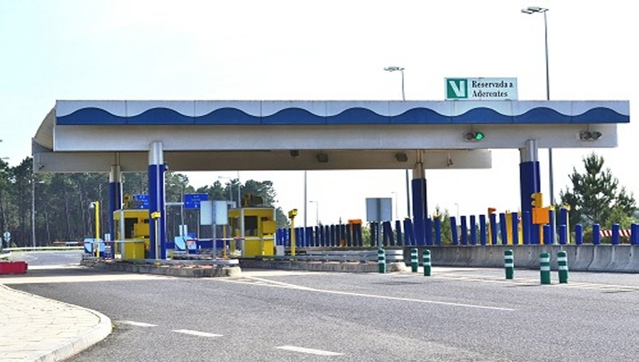 portuguese toll road.jpg