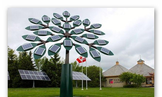Дерево на солнечных батареях в Дели