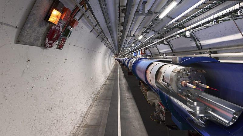 Большой адронный коллайдер снаружи и внутри