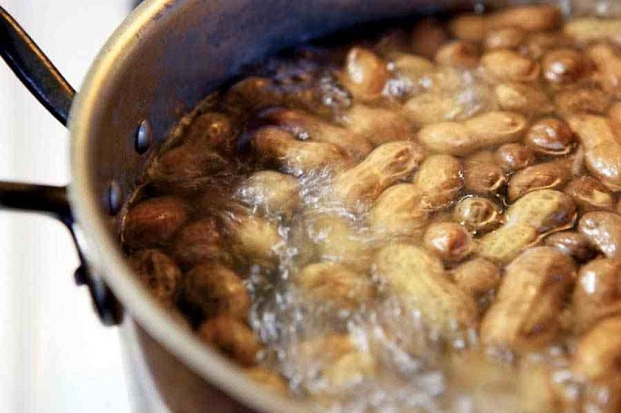 how-to-make-boiled-peanuts-at-home