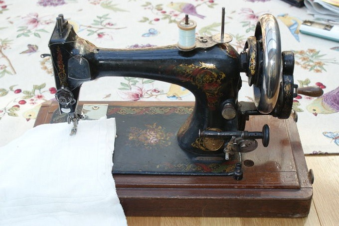 mechanical-sewing-machine-for-upholstery