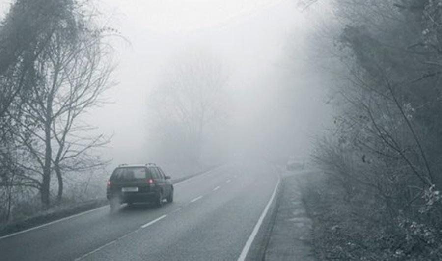 Возачи, опрез! Не види се прст пред оком: Густа магла отежава саобраћај