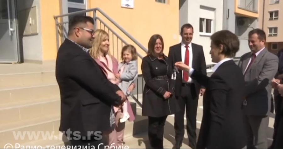 Уручени кључеви станова младим научницима у Крагујевцу, међу добитницима и ванредни професор Агрономског факултета у Чачку