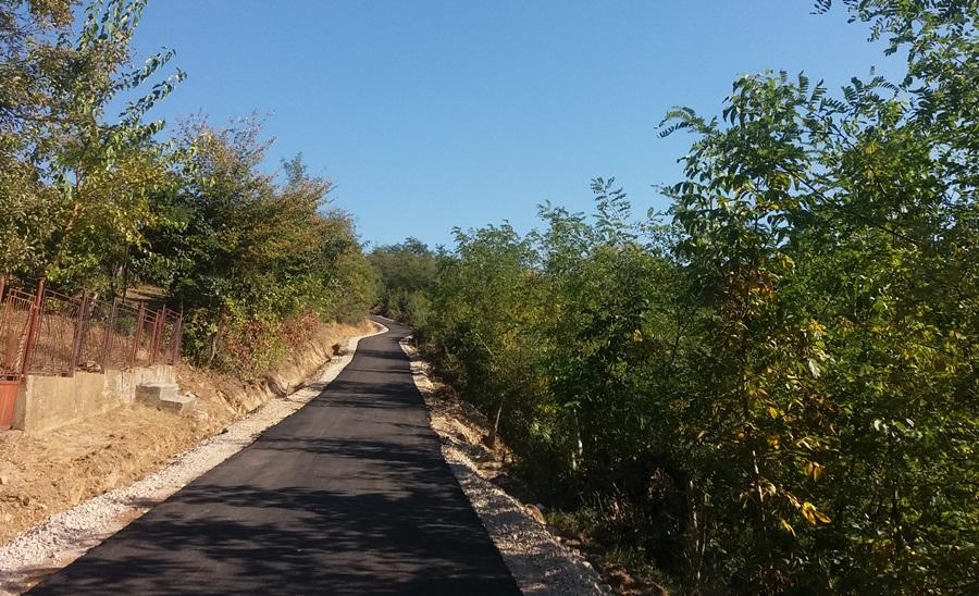 Нови километри асфалта у селима око Тополе