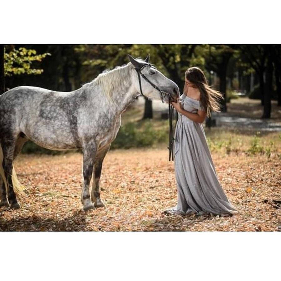 Храбро срце Јеленино, оставља без даха: Живи без родитеља, кроти коње а Ајшу не би дала никоме