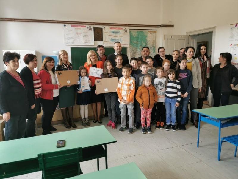 После акције мештана стижу признања и поклони: Школа у Јарменовцима никад лепша