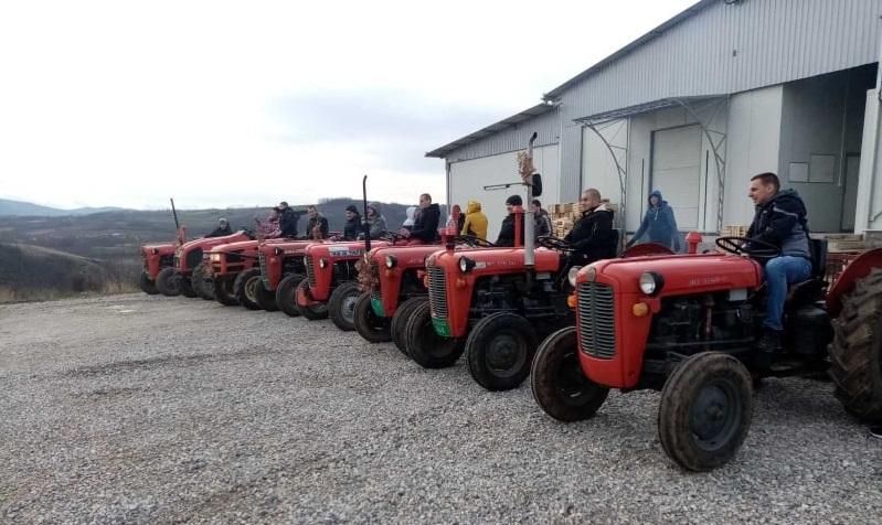 Традиција се наставља: Божићна вожња и ове године у селима око Тополе (ВИДЕО)