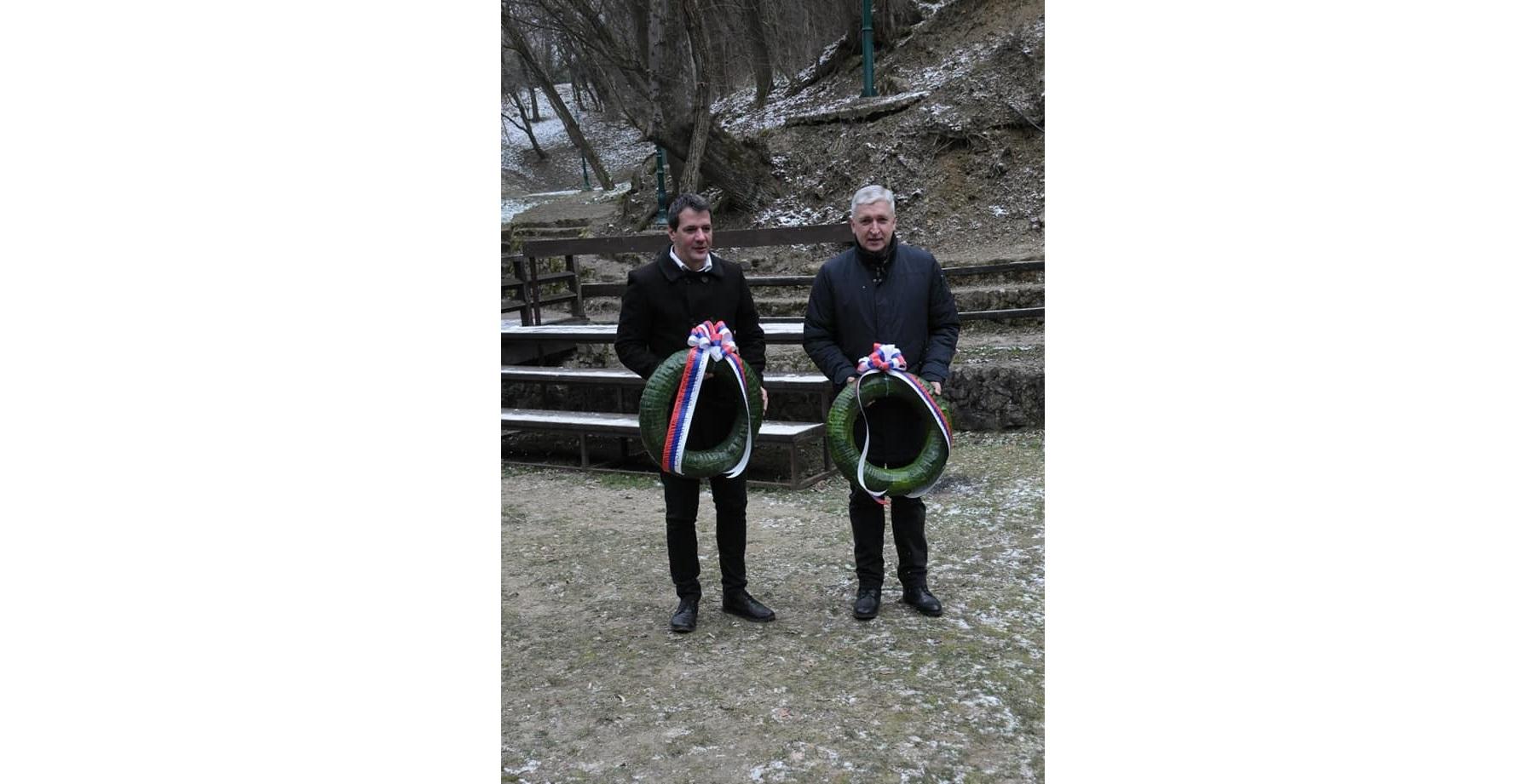 Председници општина Топола и Аранђеловац, положили венце у Марићевића јарузи