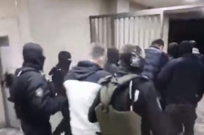 """Веља Невоља """"пао"""" на Руднику, његова десна рука у  Београду: Полиција их ухапсила док су ишли да спале аутомобиле"""