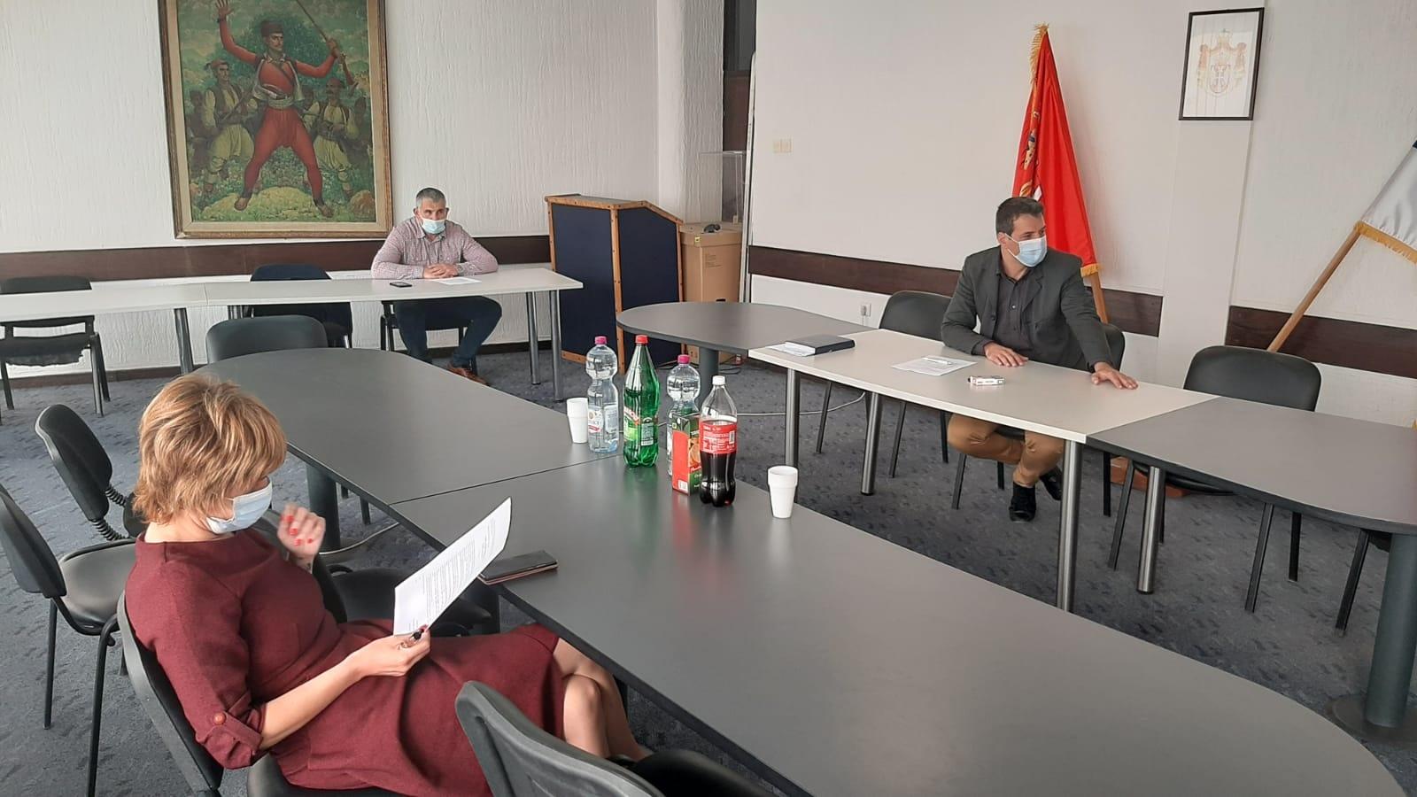 Одржан састанак шефова одборничких група и власти, да ли ће бити редовна или ванредна седница Скупштине?