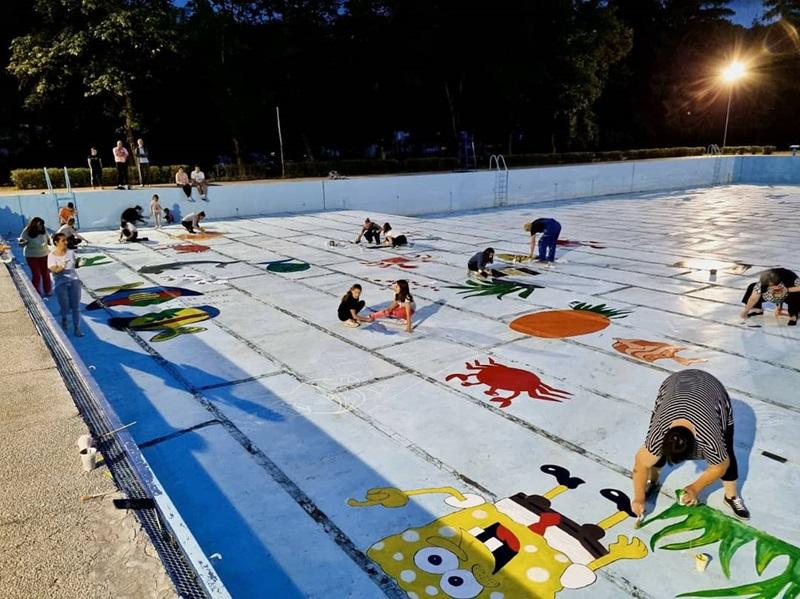 Необичан базен у општини Љиг: Сунђер Боб, хоботнице и делфини осликани у плићаку
