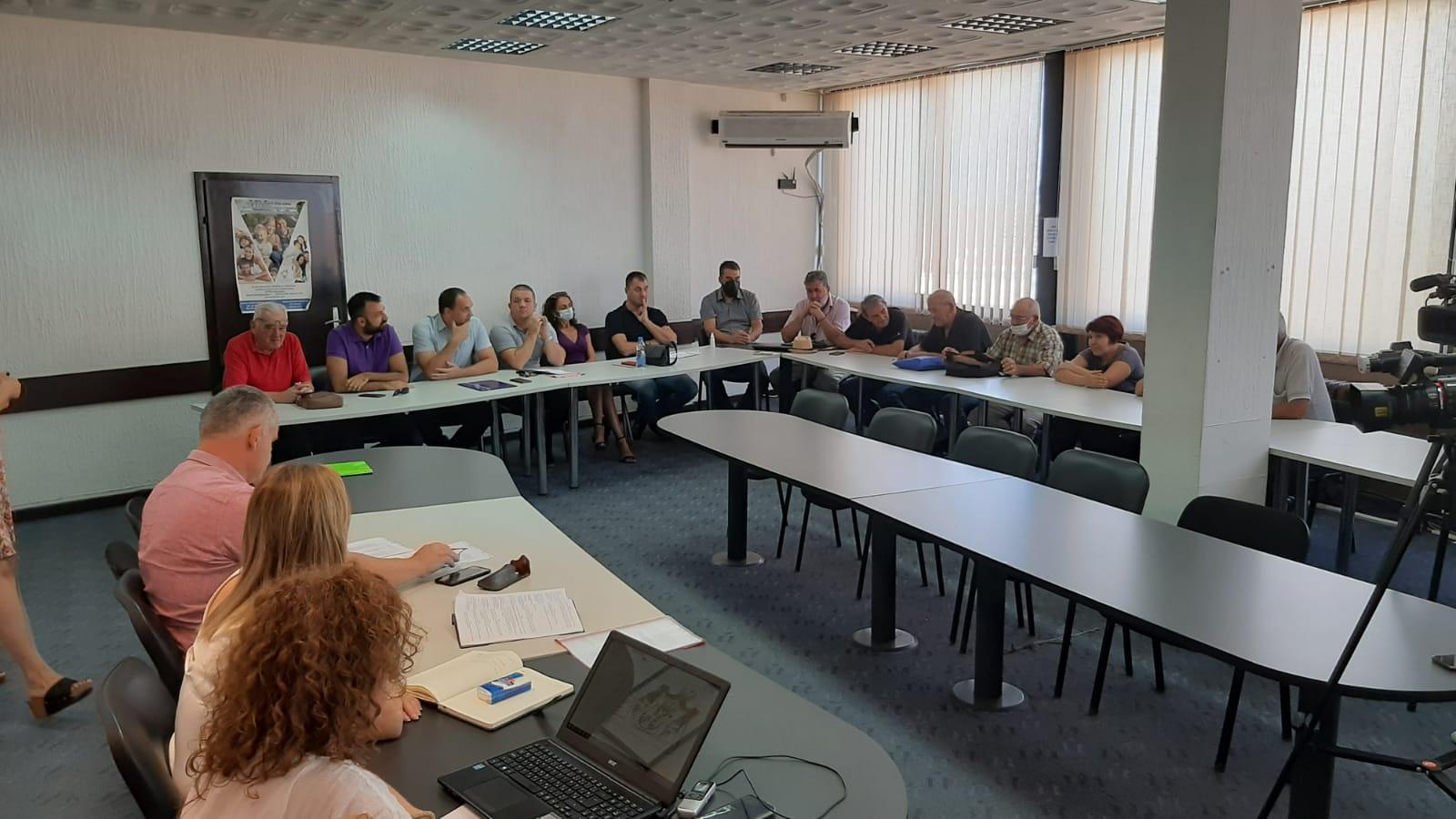 Ванредна седница СО Топола није одржана јер није било кворума, присуствовало 15 одборника опозиције
