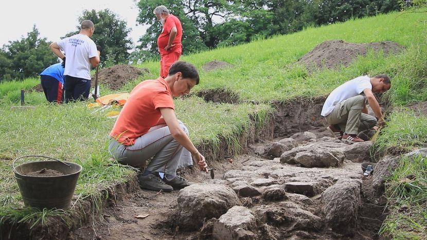 Изузетно арехеолошко откриће на Руднику, величанствена грађевина са високим зидовима и одводним каналима