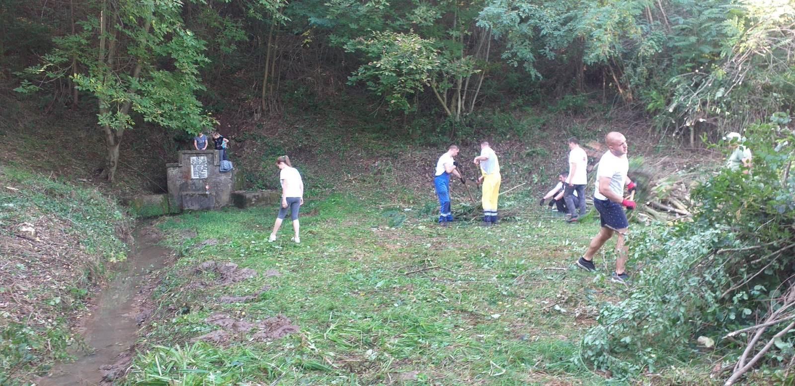 Радна акција као некада: Сложни мештани очистили пут до извора Змајевац у Липовцу