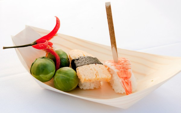 Black Willow Pick and Pine Food Boat with sushi