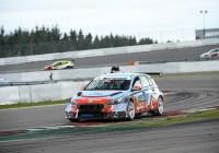 Thierry Neuville auch auf der Rundstrecke eine Klasse für sich © ADAC Motorsport