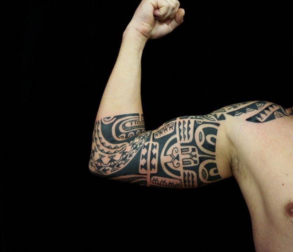 тату на бицепсе в полинезийском стиле фото татуировок