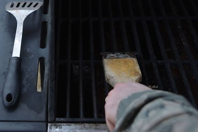How to Clean Grill