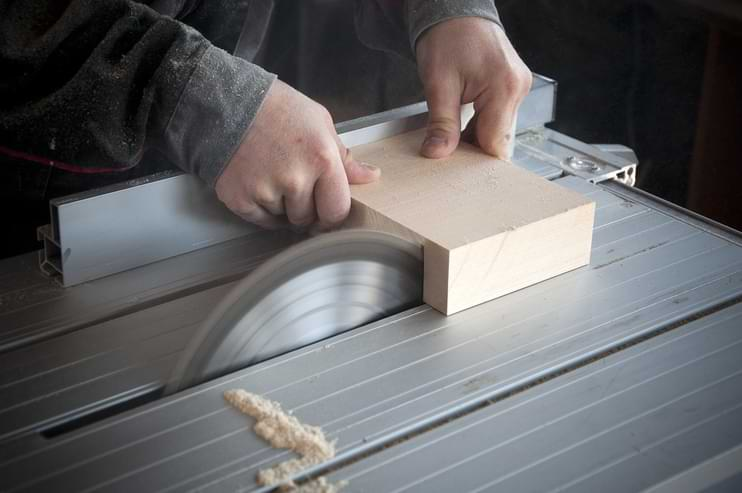 How To Buy A Circular Saw With Guide Rail