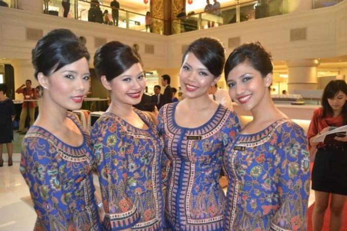 Singapore Airlines Stewardesses