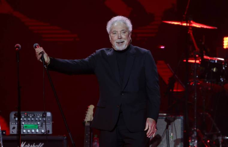 Tom Jones announces Surrounded By Time UK tour
