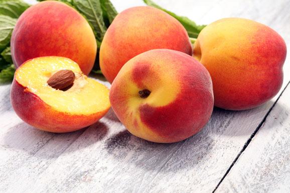 can cats each peaches