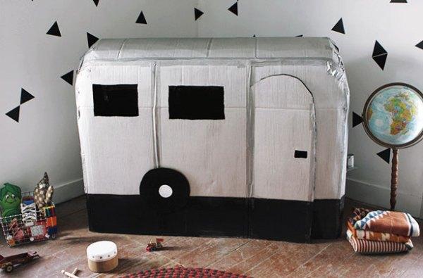A van é o complemento perfeito para fazer um acampamento no jardim de casa.