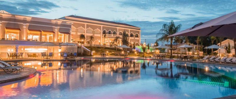 O Wish Resort tem várias piscinas, além daquelas entre as casas