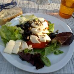 Salade de tomate, feta, olives