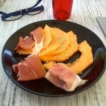 Melon au sésame et jambon cru