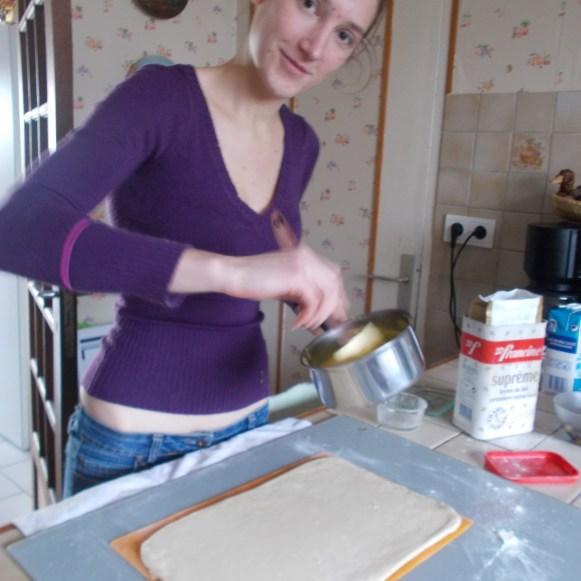 Préparation des pains aux raisins