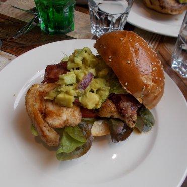 Burger poulet avocat bacon