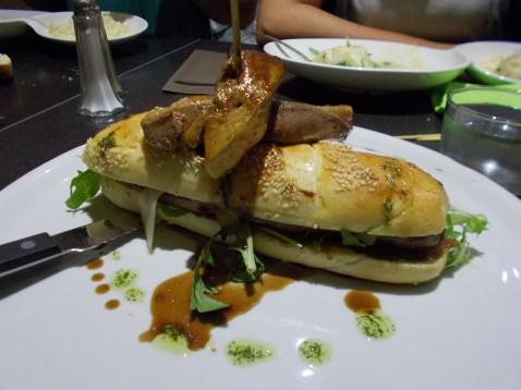 burger de canard et son pain brioché au foie gras