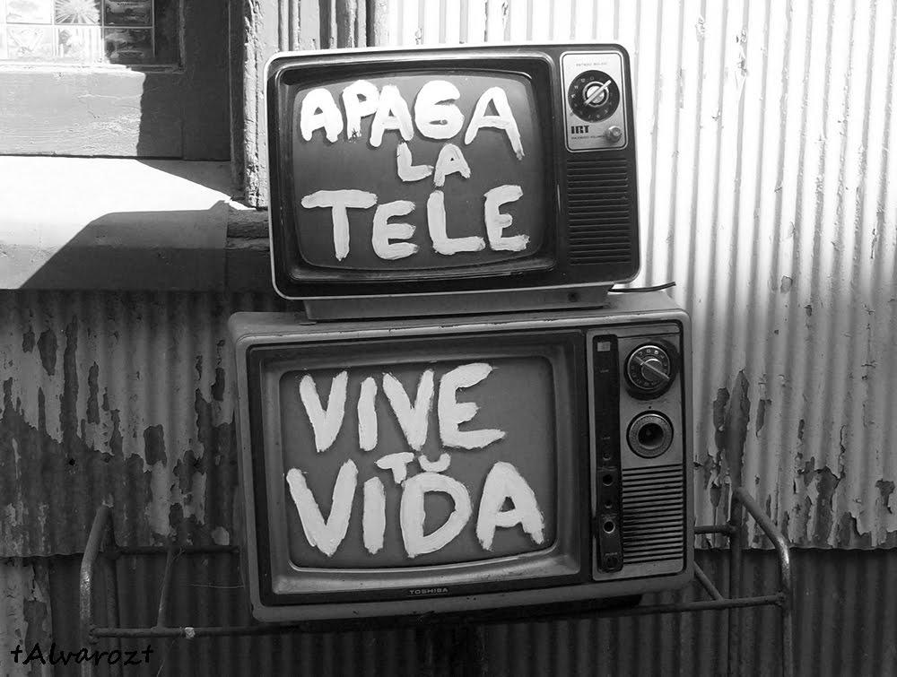 La Television languidece. Internet se lo come todo