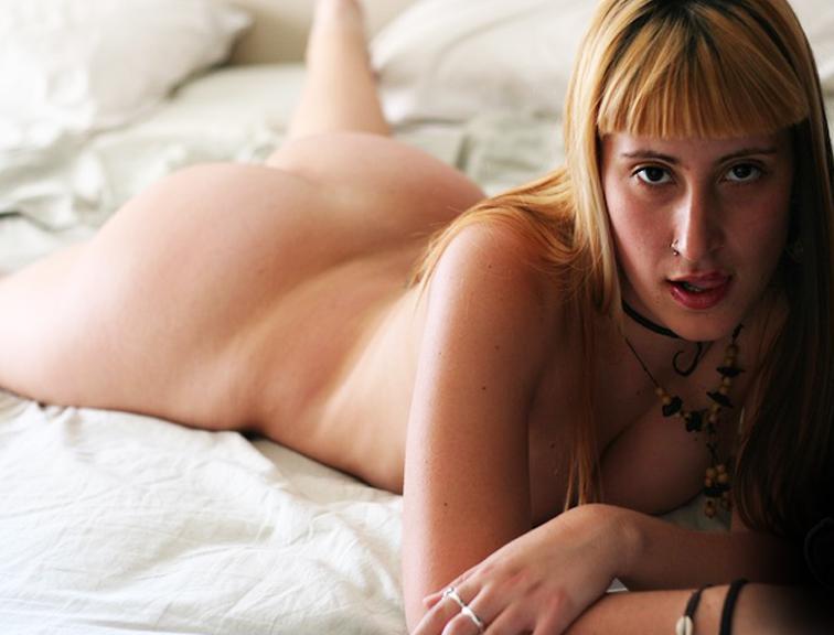Bella Dena, un culazo de lujo
